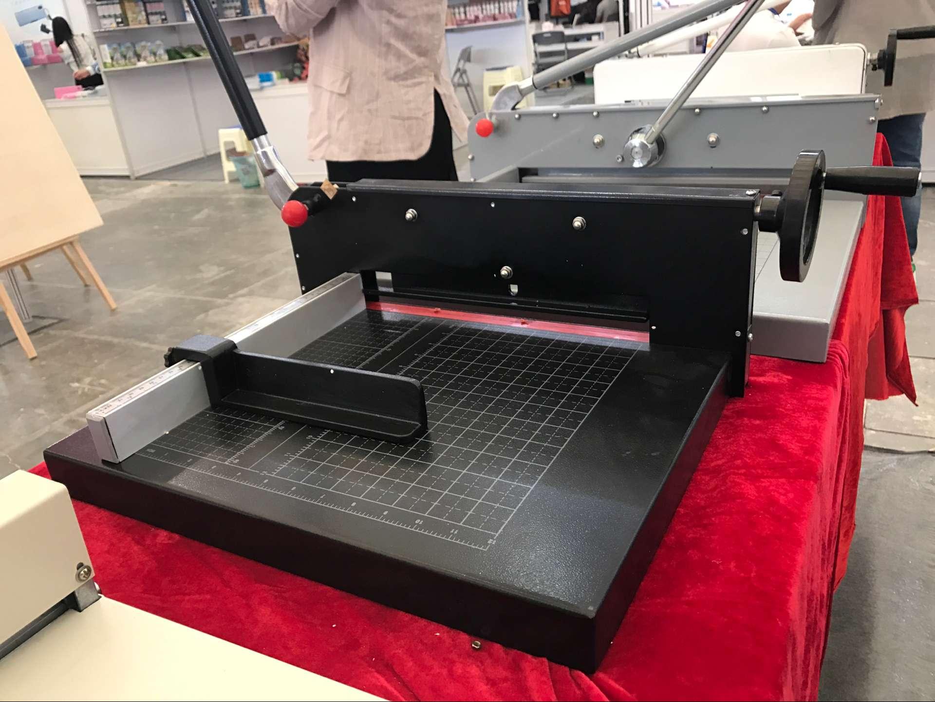 凯鸣198A4厚层切纸机 重型切纸刀 裁纸刀 手动相册菜谱胶装前设备