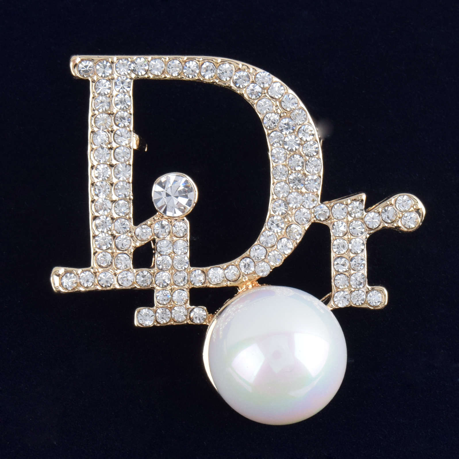 Creative d letter Pearl Brooch Korean high grade crystal Lady Pin coat Jewelry Brooch