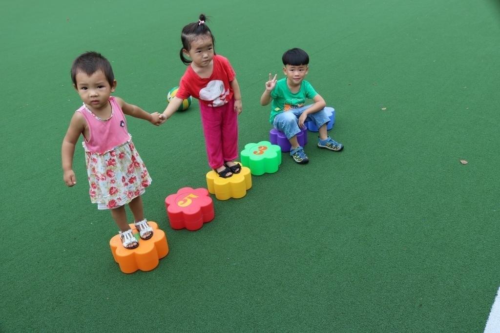 幼儿园儿童感统训练器材塑料梅花桩 多用梅花墩 平衡走桩,可领取10元淘宝优惠券