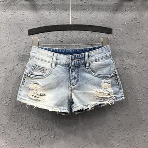 热裤女低腰性感牛仔超短裤2020夏季新款欧洲站破洞铆钉修身直筒裤