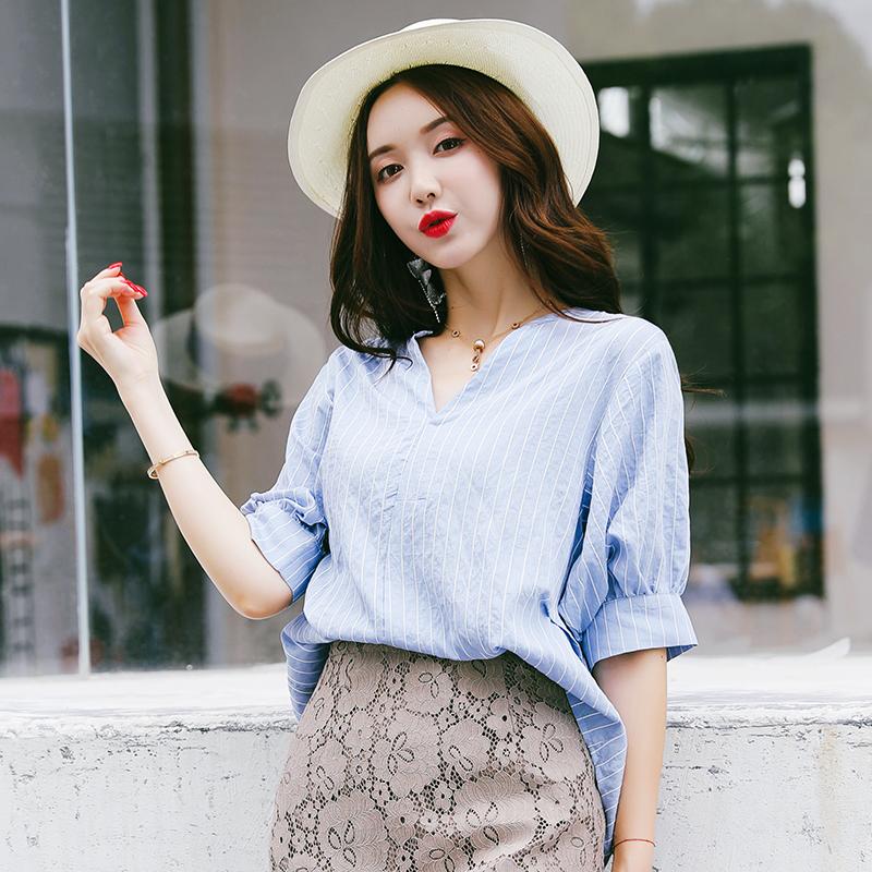 蓝色竖条纹衬衫女2018新款夏宽松韩版灯笼袖立领七分袖前短后长