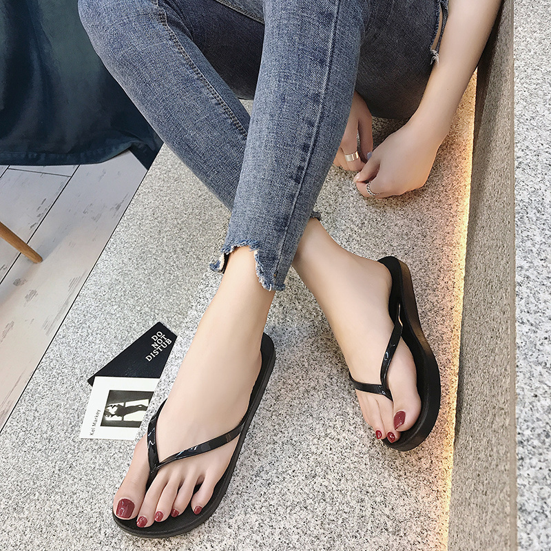 Flip flop girl summer antiskid flat bottomed simple Korean fashion girl students leisure foot clip bathroom beach sandals package mail