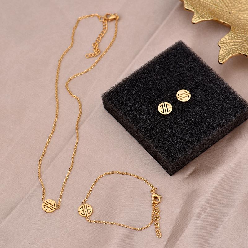 小福牌项链女短款颈链钛钢镀18K金色小众锁骨链日韩流行混搭礼物