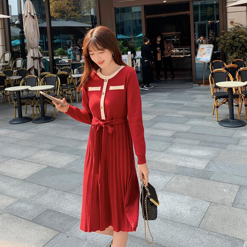 实拍2021秋冬新款韩版女装Chic圣诞红色百褶收腰针织连衣裙