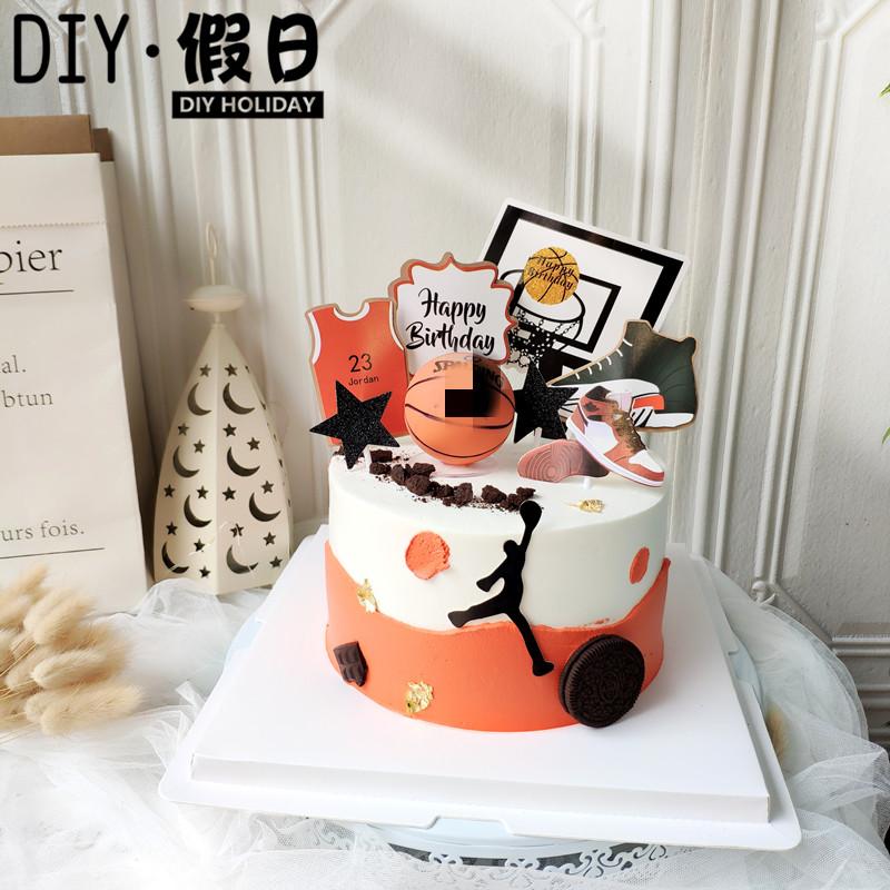 バスケットボールのスターの男の子の誕生日パーティーをほうじりケーキで飾ります。スラムダンクのデザート台の選手が扮します。