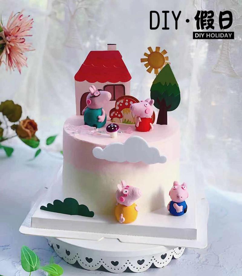 焼きケーキはクリスマスを飾っています。ブタの3 D立体豚の漫画の看板とキノコの田園家を飾っています。