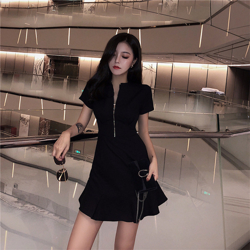 2020 New Summer Black Retro Style Dress Sexy and slim European station womens slim temperament short sleeve V-neck