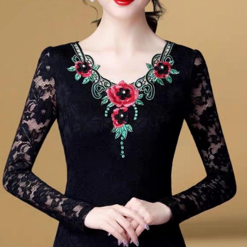 时尚蕾丝打底衫女长袖春季新款女装绣花镂空内搭上衣显瘦加绒