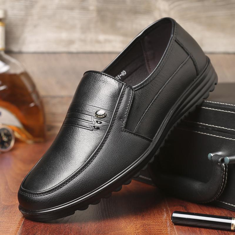 头层牛皮春秋爸爸鞋软底软面中老年男鞋套脚皮鞋舒适透气单鞋大码