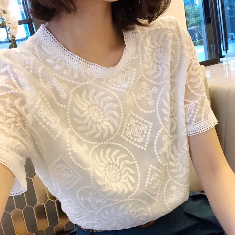 Korean round neck embroidered white hollow out short sleeve T-shirt Chiffon hook lace shirt
