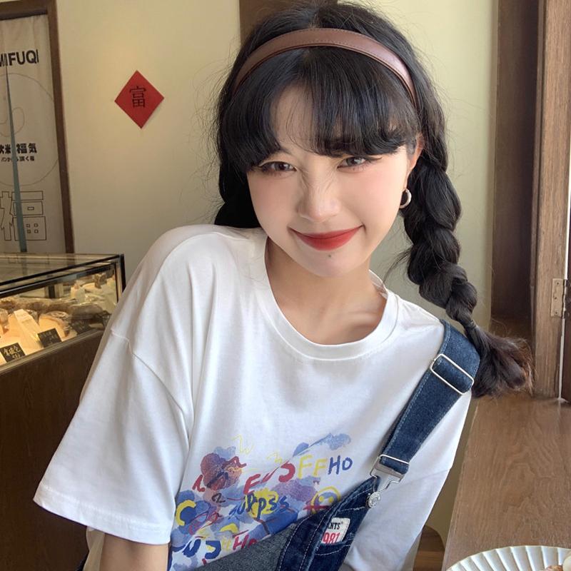 白い半袖のTシャツを底にして夏の2021ネットの赤いゆったりした韓国版の設計感の婦人服の上で服のins潮は通勤します。