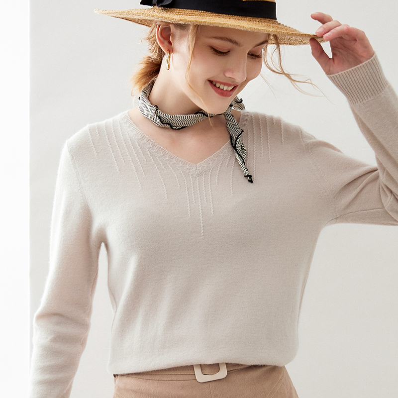 2020 new autumn and winter solid color V-neck cashmere sweater womens loose fitting Pullover wool sweater short knitted base coat
