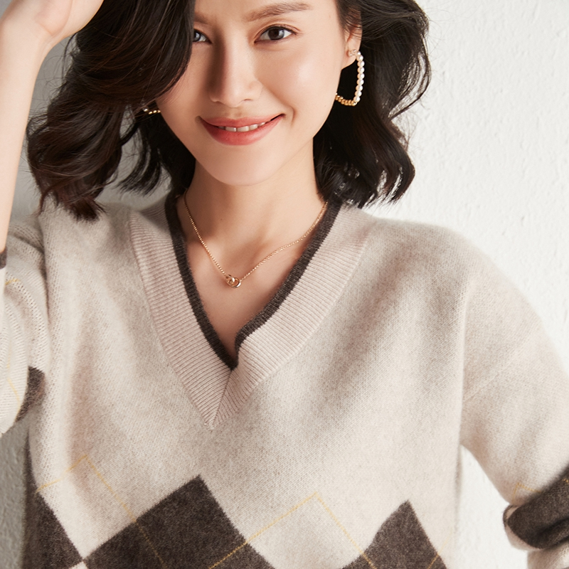 Temperament V-neck cashmere sweater womens top Pullover bottom sweater loose color matching autumn and winter new knitted sweater