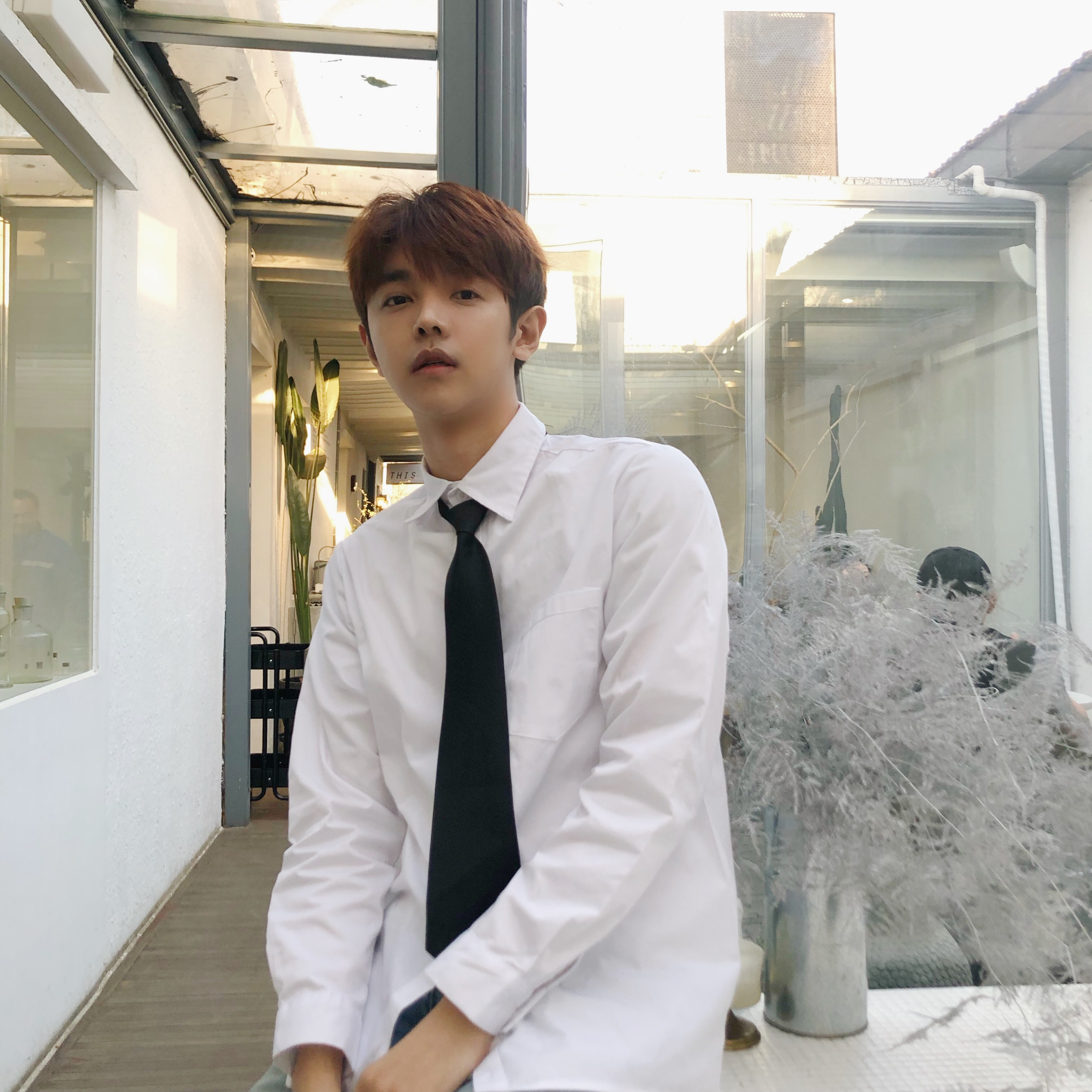 Tie white shirt Les handsome neutral couple BF wind loose college wind graduation class dress shirt ruffian handsome spring dress