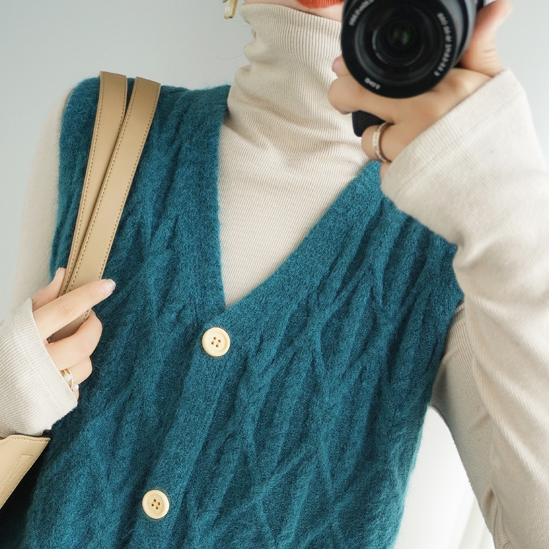 New V-neck knitted waistcoat womens sleeveless loose cashmere vest versatile Sweater Jacket Womens backing for autumn and winter