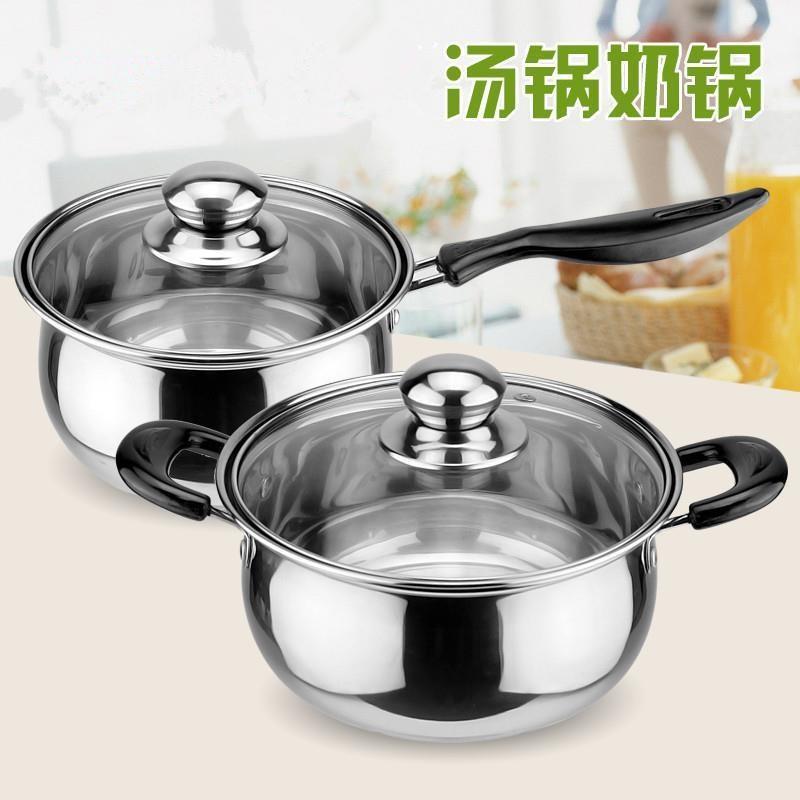 天然ガスの円形の学生が料理をする大学生がお粥の鍋を作ってスープの台所の寝室の小さい鍋に挿しないで冬を煮ます。