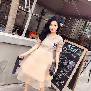335#实拍2018夏季新款名媛时尚带胸花高端蕾丝短袖中长a字连衣裙1