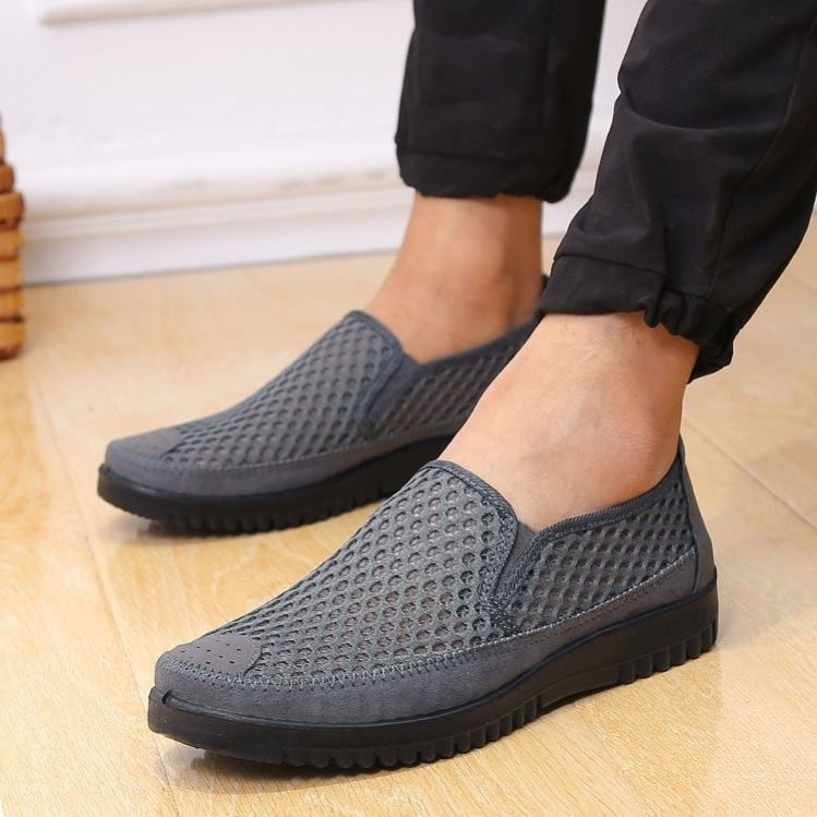 Round mouth oversized sneakers comfortable work wear lazy shoes on hot days gifts mens old Beijing cloth shoes summer.