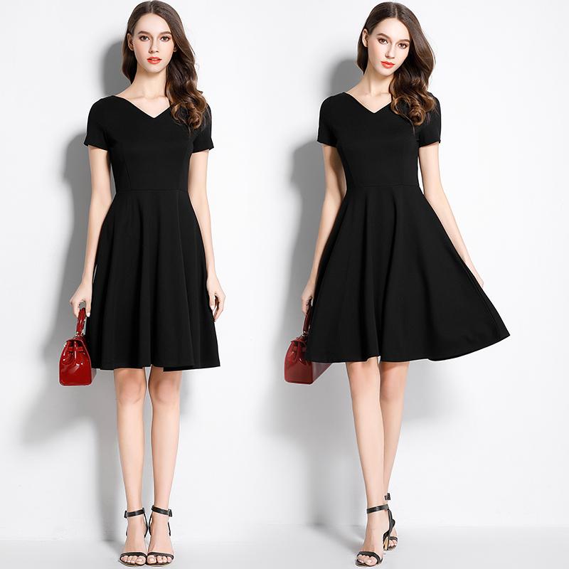 赫本小黑裙2021夏装新款女装V领中长款A字年会礼服气质黑色连衣裙