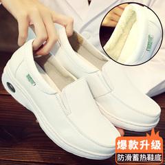 Mùa đông không khí đệm y tá nữ giày dốc phẳng màu trắng với giày chống trượt thở và thoải mái 2018 mới giày bông Hàn Quốc