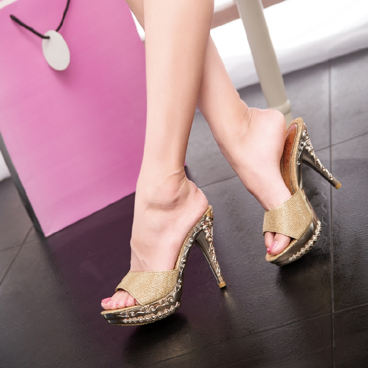 2020 Korean new elegant high-heeled sandals womens diamond sweet small thick heels slippers summer one word sandals