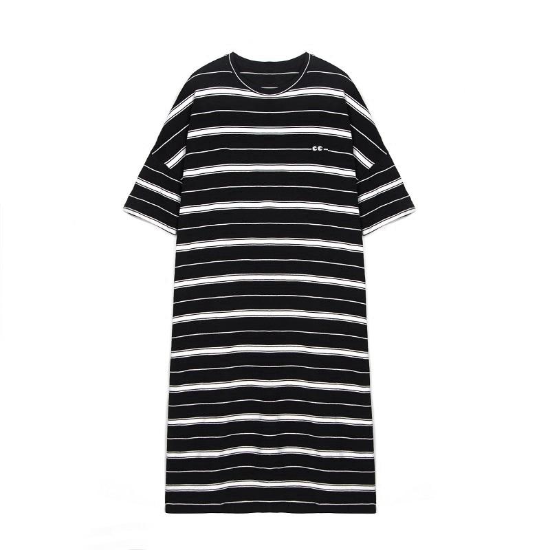 长款条纹t恤怎么搭配:长版t恤搭配的步骤