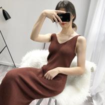 针织连衣裙女秋冬气质显瘦V领吊带裙外穿春季中长款毛线打底裙子