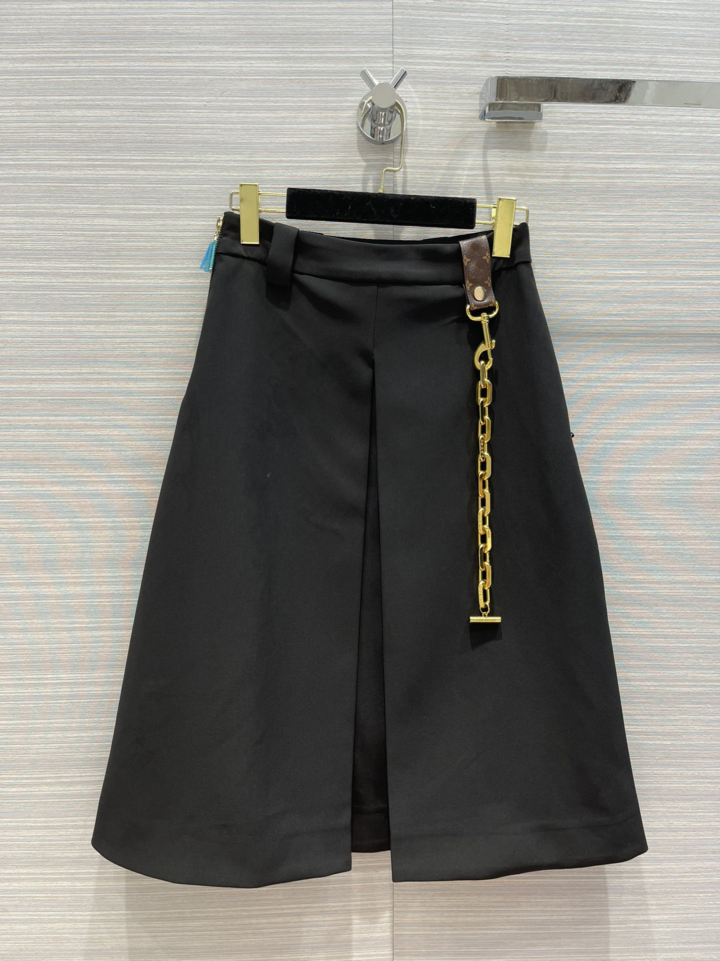 Early autumn 21 new knee length A-line skirt with metal chain decoration