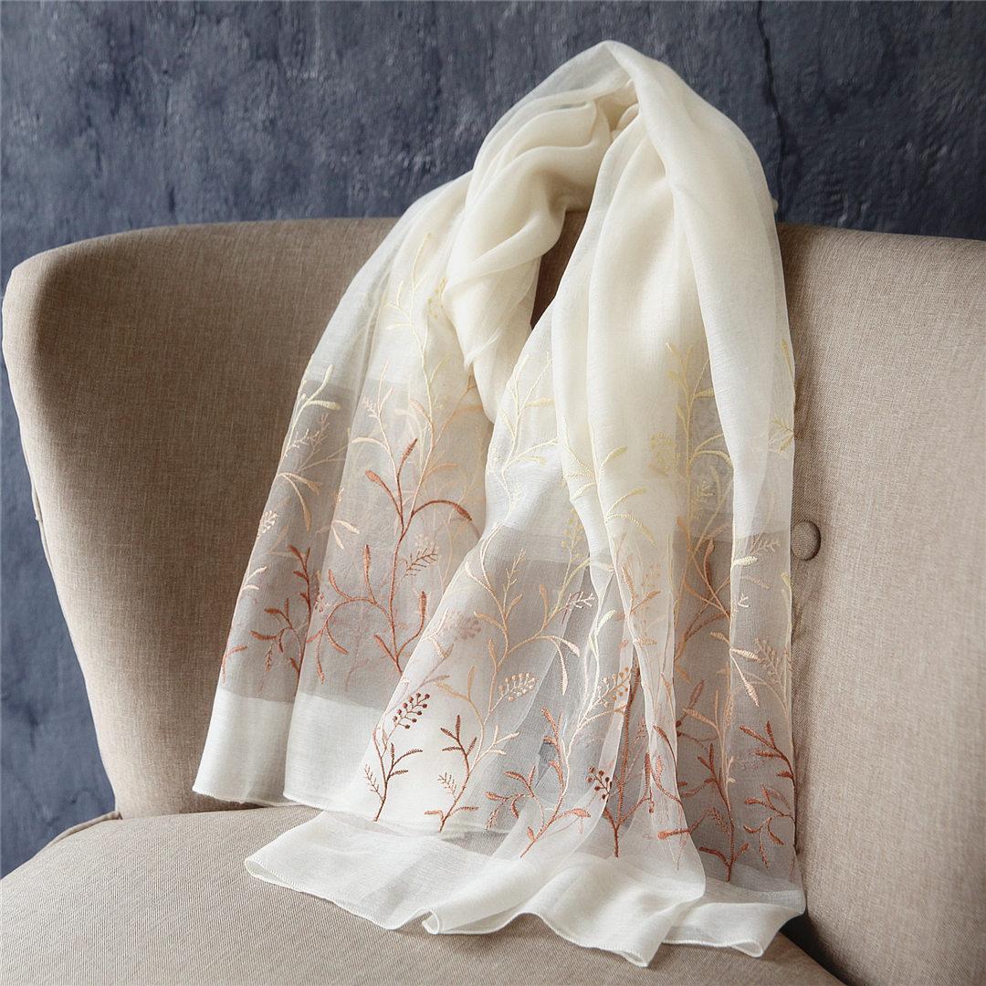 沛锦浅草花朵刺绣真丝丝巾女春季新款民族风白色纱巾长款披肩两用
