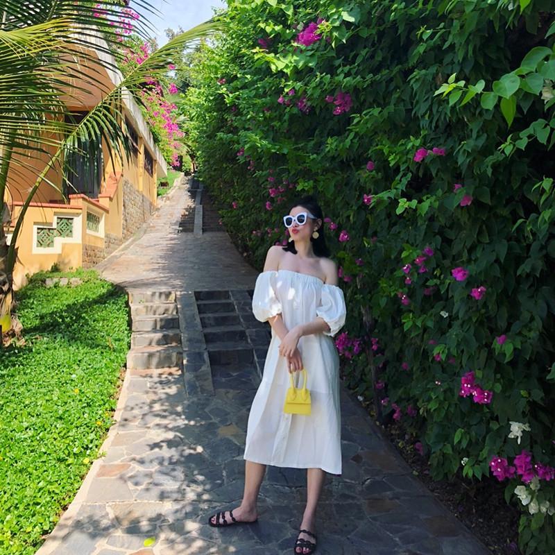 巴厘岛海边度假露背沙滩裙一字领露肩宽松洋气仙女连衣裙长裙白色