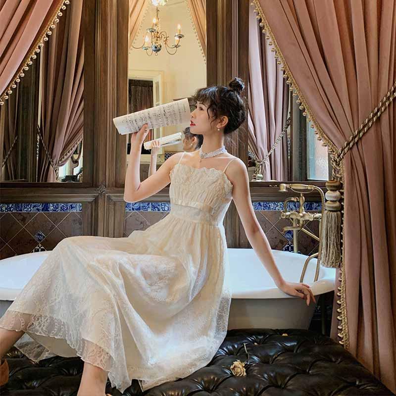 梅子熟了 复古文艺法式仙女吊带裙高腰蕾丝连衣裙女春装2020款