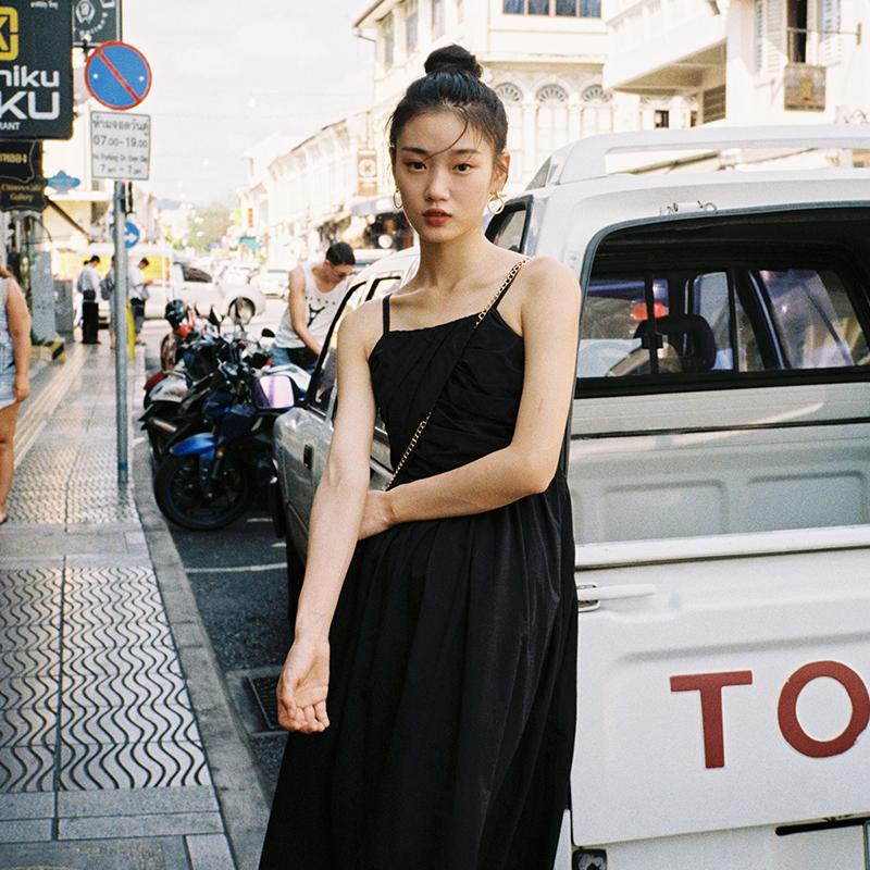 梅子熟了法式气质吊带连衣裙夏复古过膝仙女长裙chic温柔2019新款