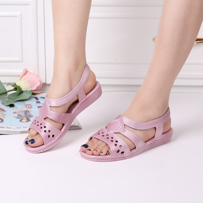 Summer fashion flat bottomed women cool cooked rubber mother new sandals middle aged plastic thick soled anti slip sandals rubber shoes