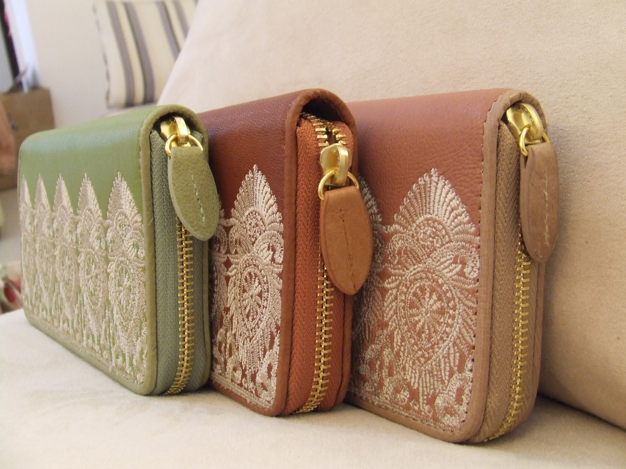 Clearance! Korean style lace embroidered leather long zipper Purse