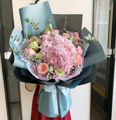 高级なバラのアジサイキキョウの同城の生花の花束は深センに花を送ります。