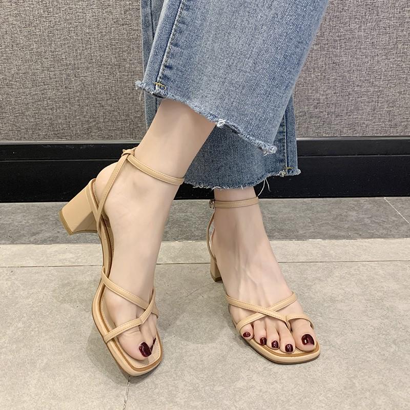 显瘦凉鞋女2021夏新款中高粗跟罗马交叉细带白色百搭宽脚chic夹趾