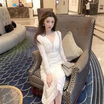 现货法式复古很仙白色蕾丝连衣裙女性感V领气质高端长袖名媛裙子