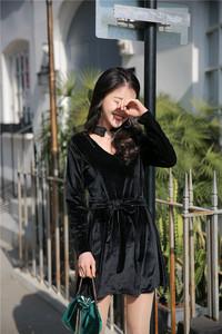 实拍 18年春款 韩版 V领镂空挂脖长袖丝绒显瘦连衣裙C12...