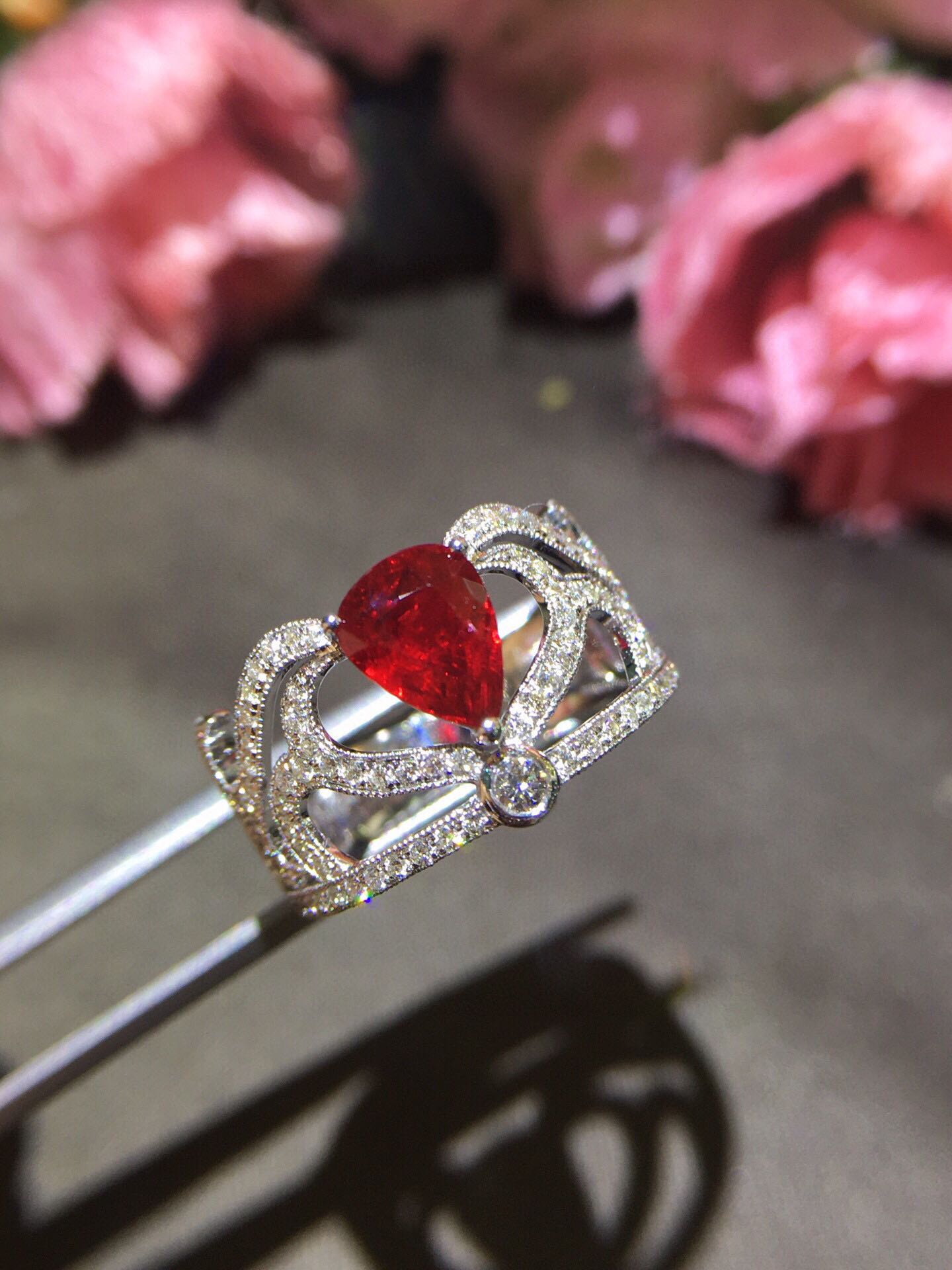 18K golden water drop pigeon blood ruby diamond ring, crystal transparent full of fire color, with gra international certificate