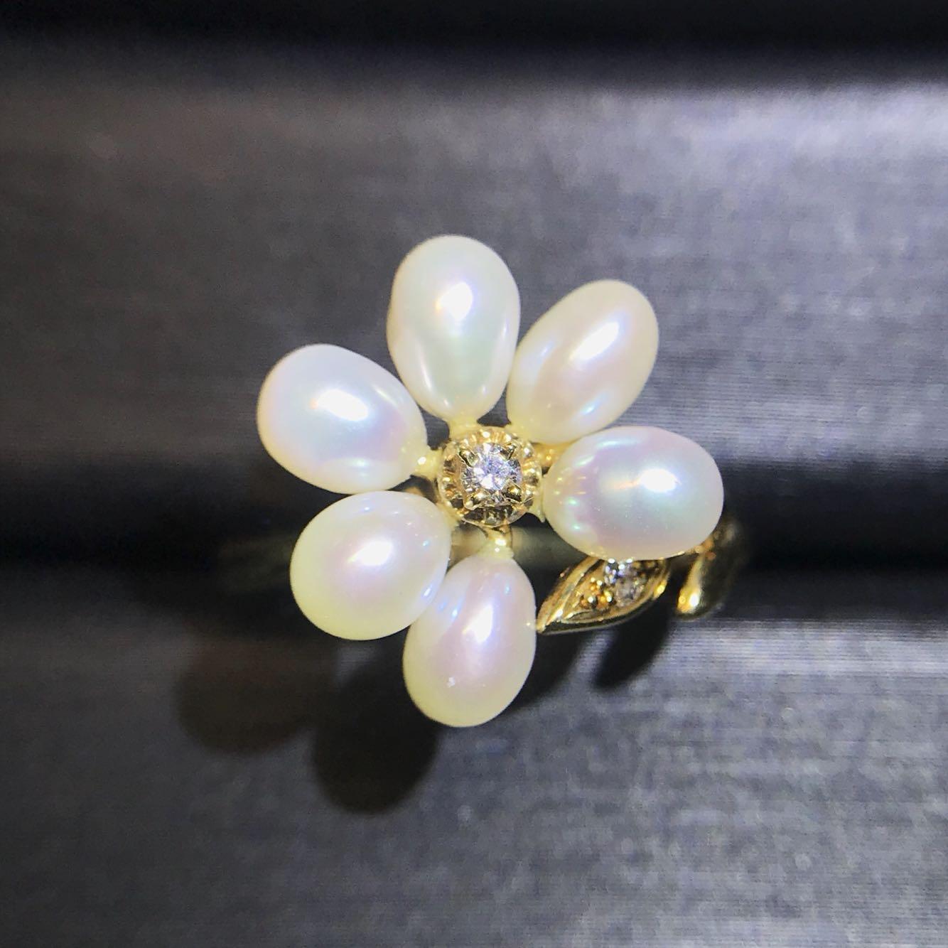 Small fresh and lovely pearl diamond ring, an elegant blooming flower, looks versatile