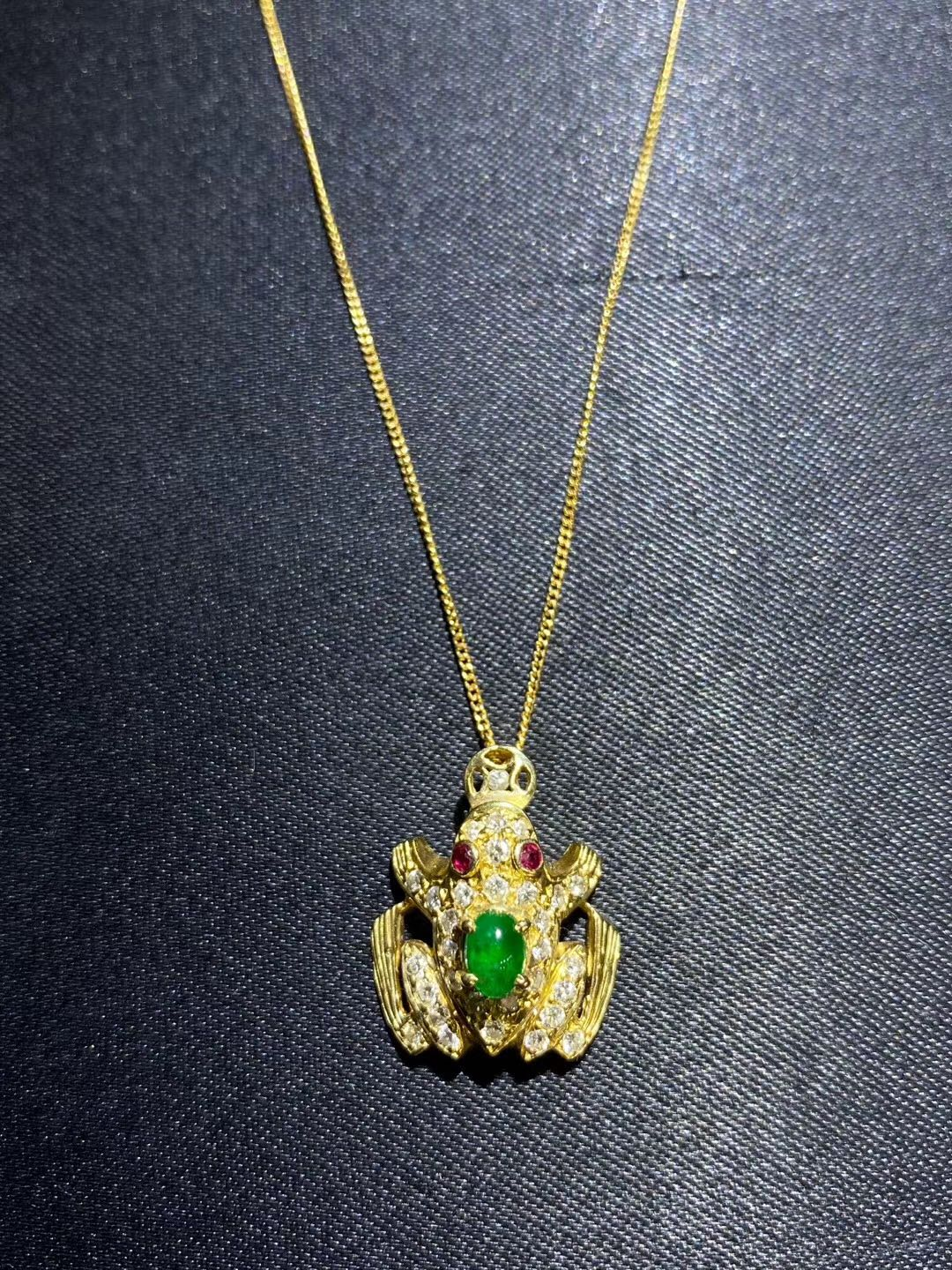 18K inlaid lovely toad emerald, Diamond Necklace ~ 18mm * 15mm