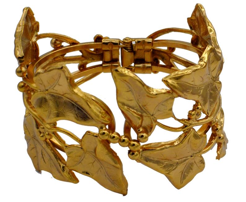 Hu Xiaoais customized 14K Venetian gold modern classic carving leaf naturalism Hinge Bracelet