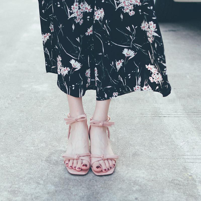 DOMS凉鞋女中跟2019新款夏季罗马复古一字扣粗跟蝴蝶结仙女高跟鞋