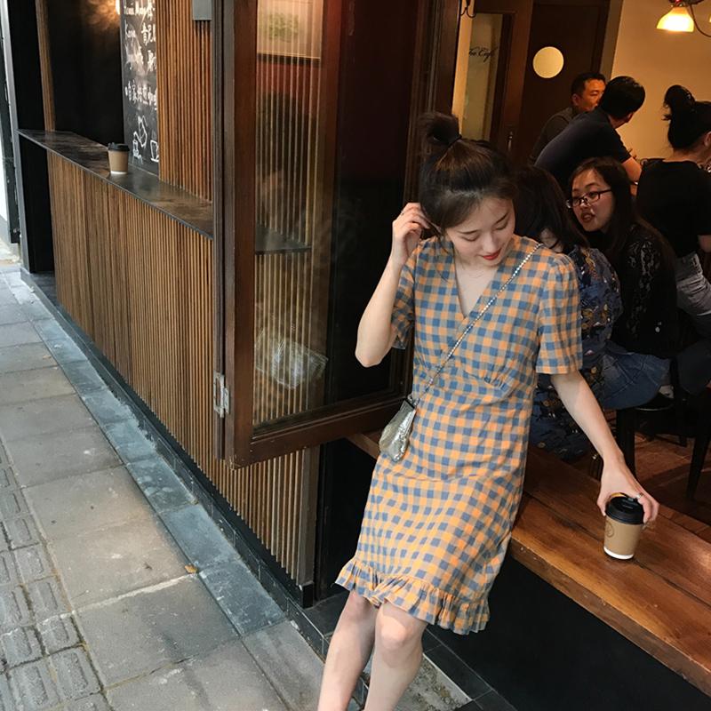 155.00元包邮Moztu自制 格子连衣裙2019新款夏季V领收腰显瘦气质复古流行裙子