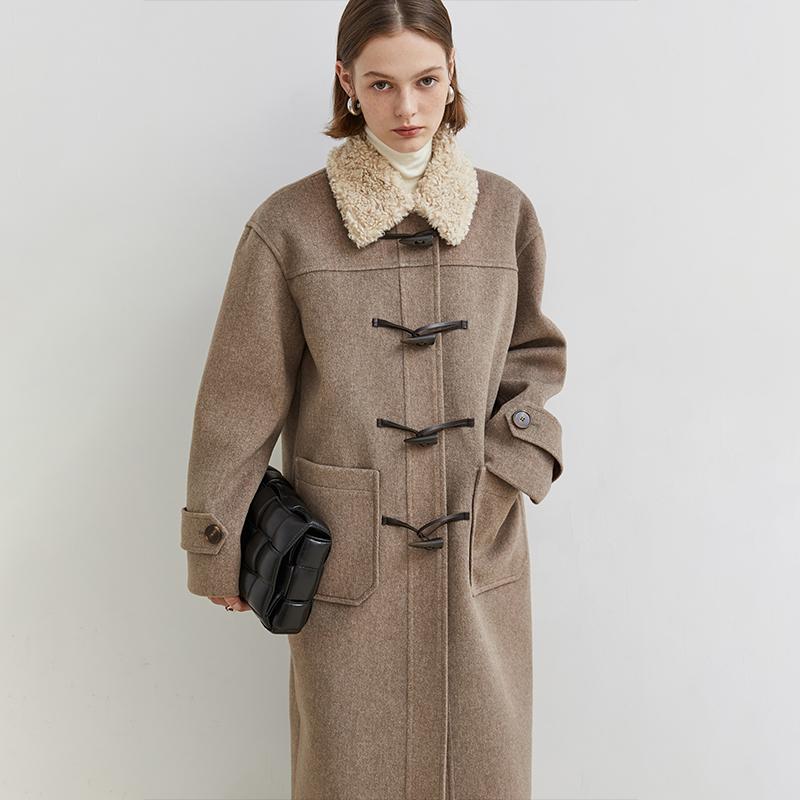 范洛2020冬季新款复古夹色中长款大衣牛角扣拼接羊羔毛呢外套女