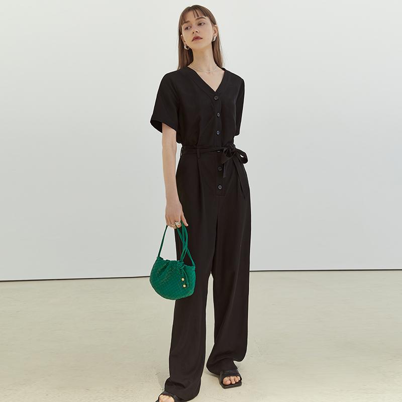 范洛2021夏季简约纯色宽松显瘦V领单排扣系带收腰长款连体裤女夏