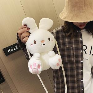 丑萌可爱小女生兔子包包2020新款韩版百搭学生毛绒玩偶单肩斜挎包