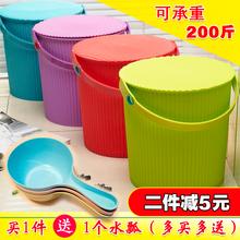 蓋付きの厚いプラスチック製の収納バケツは、人々がバススツール収納樽大きな保育園を取る取ることができます釣り浴槽洗濯槽