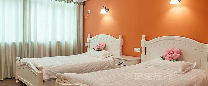 Pink Princess Room of Alice style hotel in Wuzhen