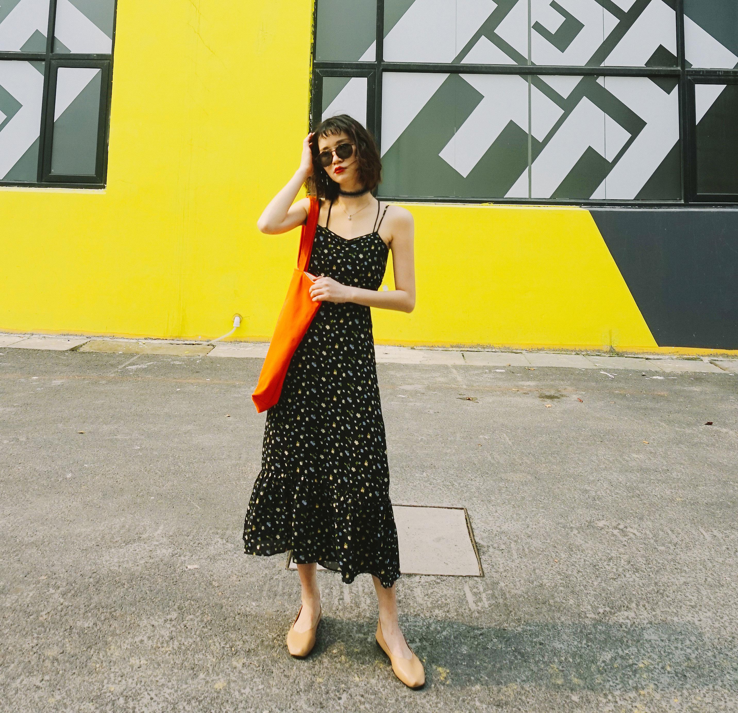 辛德瑞拉工作室|碎花吊带连衣裙女夏黑色a字收腰修身显瘦气质裙子